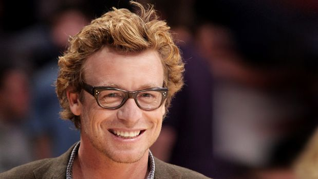 The Mentalist - simon-baker-11-09-09-sportlich-brille-getty-AFP.jpg - Bildque...