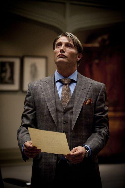 Nach außen hin macht Dr. Hannibal Lecter (Mads Mikkelsen) den Eindruck, ein lupenreiner Gentleman zu sein, doch seine wahre Identität ist alles an... - Bildquelle: 2012 NBC Universal Media, LLC