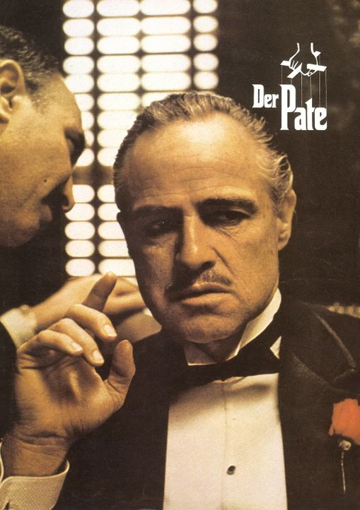 Buonasera (Salvatore Corsitto, l.) überbringt Vito Corleone (Marlon Brando, r.), dem mächtigsten Paten von New York, eine Nachricht ... - Bildquelle: Paramount Pictures