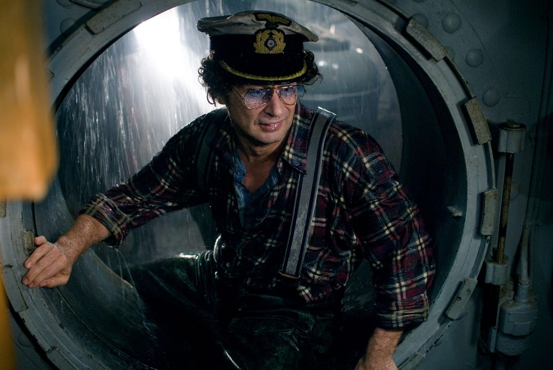 """Gibt ständig äußerst unkonventionelle Befehle und löst damit Katastrophen aus: """"Kapitänleutnant"""" Atze (Atze Schröder) ..."""