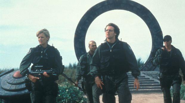 Bei ihrer Ankunft  auf einem fremden Planeten stellen Captain O'Neill (Richar...