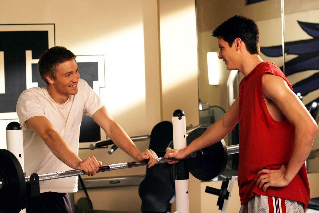 Verstehen sich immer besser: Nathan (James Lafferty, r.) und Lucas (Chad Michael Murray, l.) ... - Bildquelle: Warner Bros. Pictures
