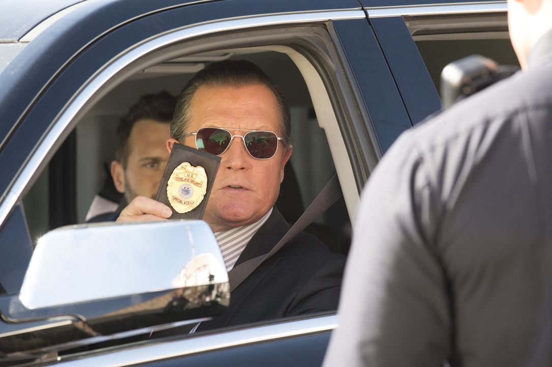 Sein neuster Fall hat es in sich: Cabe (Robert Patrick) muss alle Register ziehen ... - Bildquelle: Neil Jacobs 2014 CBS Broadcasting, Inc. All Rights Reserved
