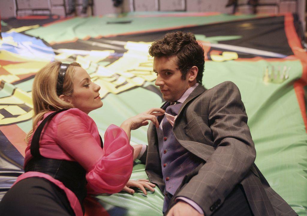 Und mit Marc (Michael Urie, r.) flirtet Amanda (Becki Newton, l.) auch ... - Bildquelle: Buena Vista International Television