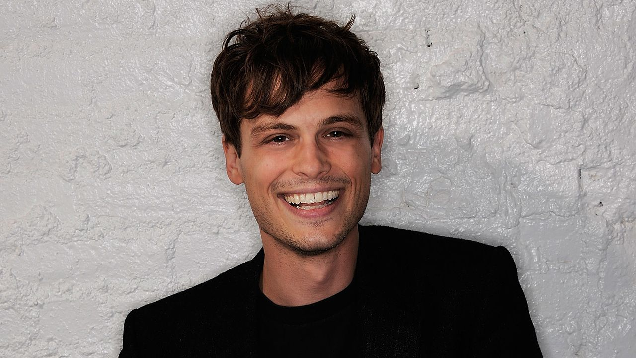 matthew-gray-gubler-11-04-23-lacht-getty-AFP - Bildquelle: getty-AFP