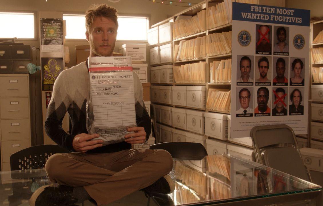 Hat Naz versprochen, in zwei Wochen die zehn meistgesuchten Verbrecher auf der Liste des FBI aufzuspüren und dingfest zu machen: Brian (Jake McDorma... - Bildquelle: 2015 CBS Broadcasting, Inc. All Rights Reserved