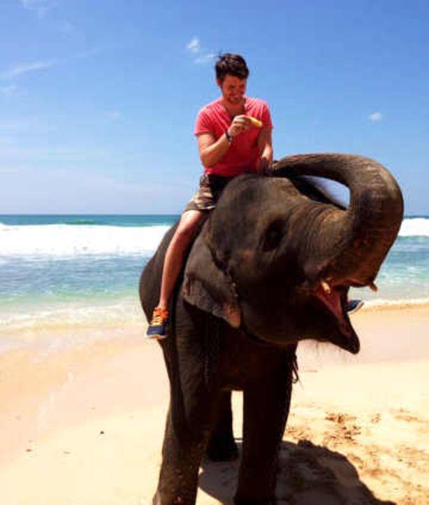 """Schampus schlürfen in Dubai oder relaxen am Privatstrand eines 5-Sterne-Resorts auf Sri Lanka. Unbezahlbar? Von wegen! Im """"taff""""-Urlaubsduell: """"Luxu... - Bildquelle: ProSieben"""