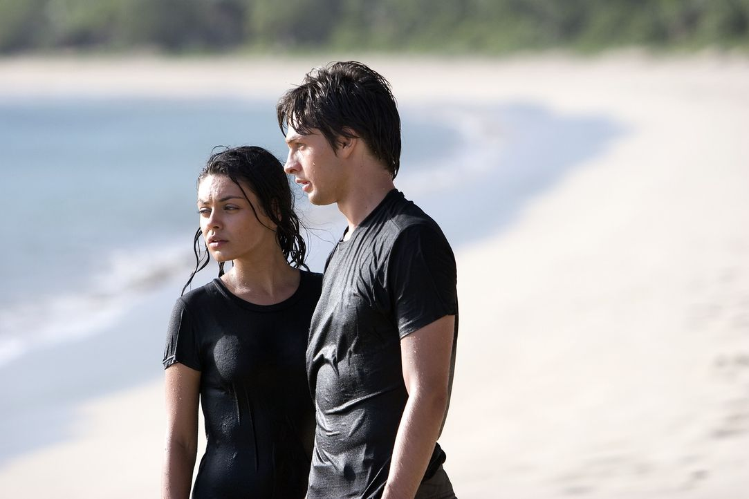 Wagen die Flucht: Sophie (Mila Kunis, l.) und Ben (Gregory Smith, r.) ... - Bildquelle: Chris Large
