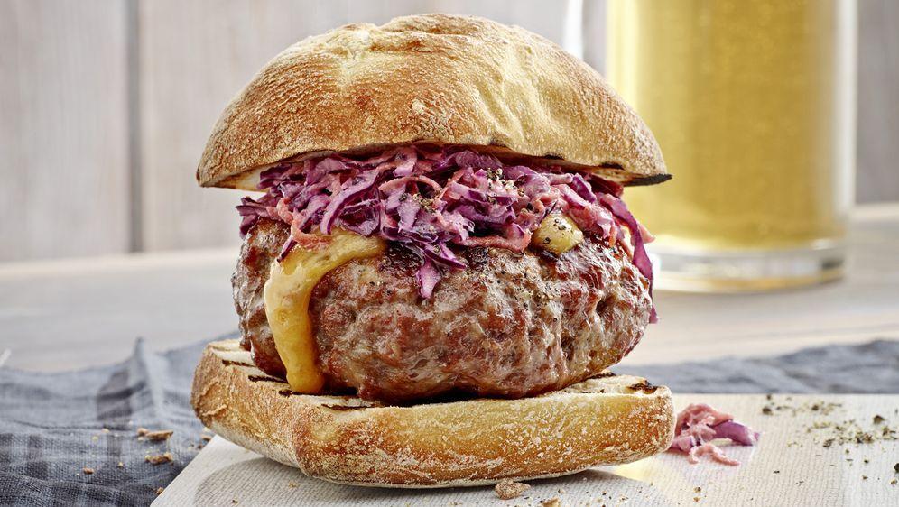Burger mit Käsefüllung - Bildquelle: GU/ Klaus Einwanger