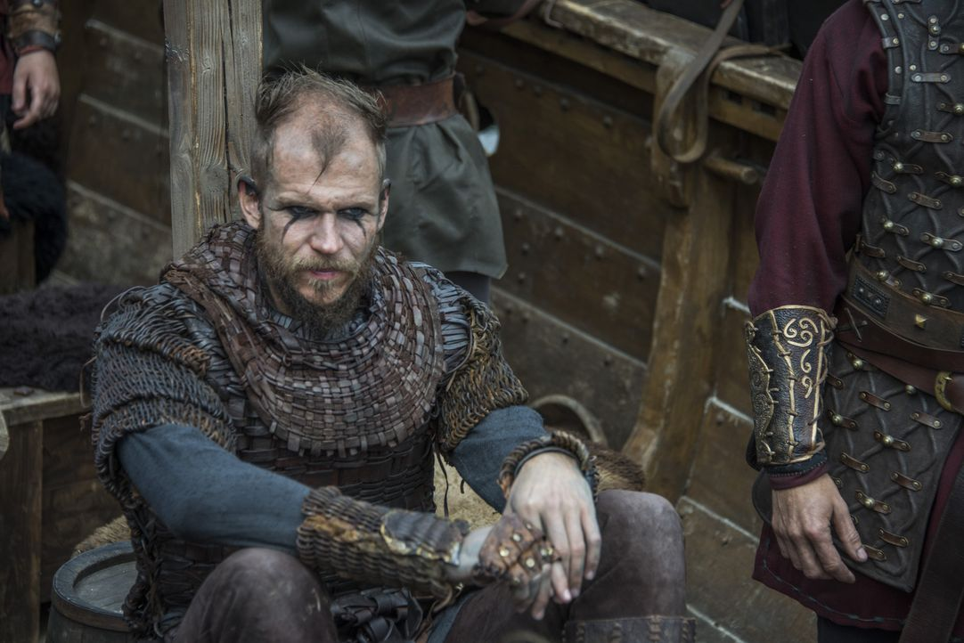 Hat in Harald und Halfdan neue Freunde gefunden: Floki (Gustaf Skarsgård) ... - Bildquelle: 2016 TM PRODUCTIONS LIMITED / T5 VIKINGS III PRODUCTIONS INC. ALL RIGHTS RESERVED.