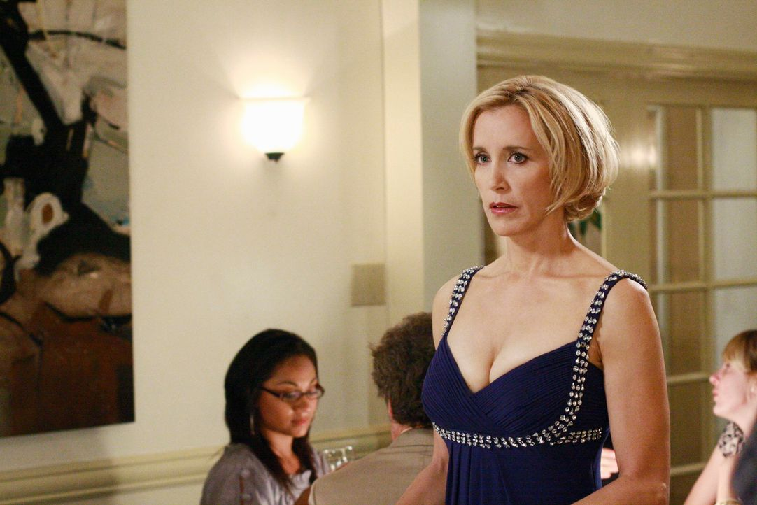 Durch ihre Schwangerschaft bekommt Lynette (Felicity Huffman) einen größeren und festen Busen. Sie lässt Carlos und ihre Kollegen gern in dem Glaube... - Bildquelle: ABC Studios