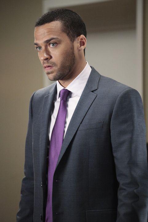 Während Jackson (Jesse Williams) darauf wartet seine mündlichen Prüfungen abzulegen, knistert es zwischen seiner Mutter und Webber ... - Bildquelle: Touchstone Television