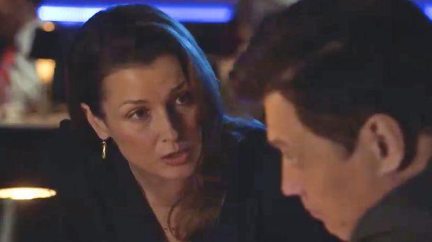 Erin (Bridget Moynahan, l.) ist verärgert, als sie erfährt, dass sie von eine...