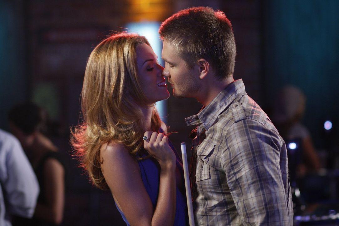 Sind sehr glücklich miteinander: Lucas (Chad Michael Murray, r.) und Peyton (Hilarie Burton, l.) - Bildquelle: Warner Bros. Pictures