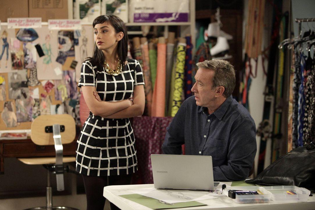 Mike (Tim Allen, r.) gibt Mandy (Molly Ephraim, l.) Ratschläge für ihre Online-Bekleidungsfirma und eröffnet ihr, dass sie Geld beiseitelegen muss,... - Bildquelle: 2014-2015 American Broadcasting Companies.  All rights reserved.