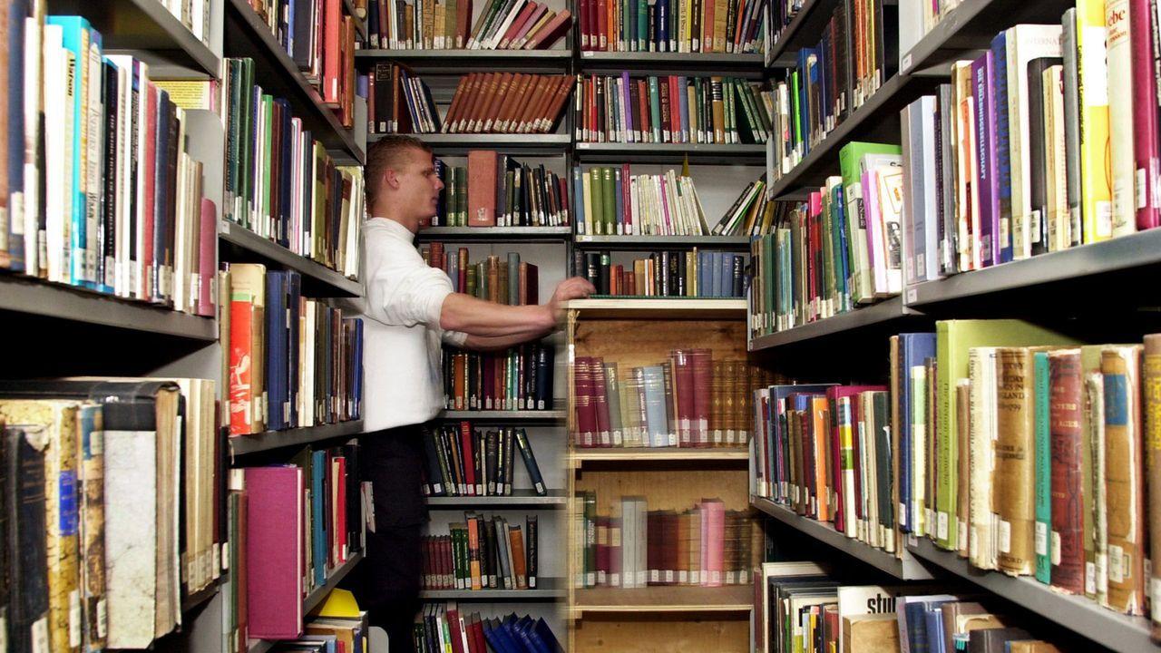 Buecher-03-03-07-Frank-May-dpa - Bildquelle: dpa