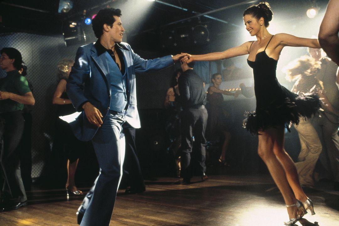 Nach außen wirken sie wie ein glückliches Paar, aber Vinny (John Leguizamo, l.) verteilt seine sexuellen Interessen quer durch die Bronx, weil seine... - Bildquelle: Buena Vista International