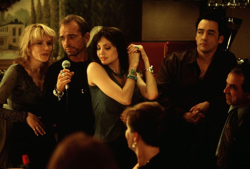 Der ausgelassene Abend beim Italiener verführt Nick (John Cusack, r.) zu einer kolossalen Dummheit: Er lässt mit Russells (Billy Bob Thornton, 2.v.l... - Bildquelle: TWENTIETH CENTURY FOX
