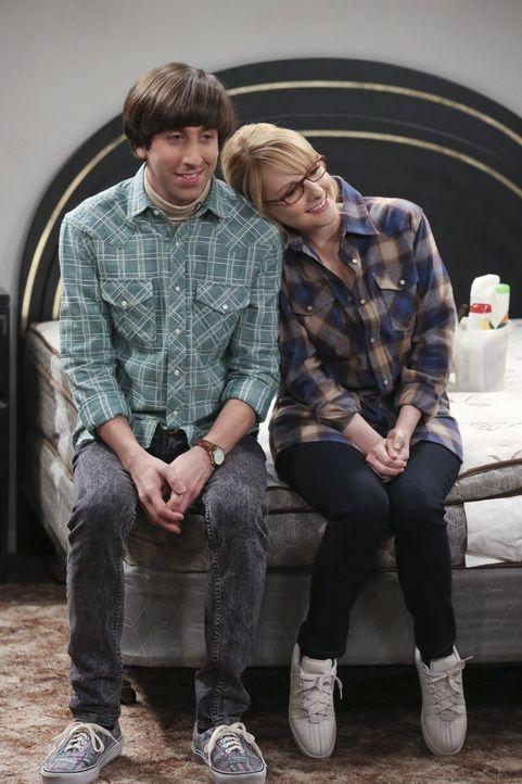 Sind endlich unter sich, nachdem Stuart ausgezogen ist: Howard (Simon Helberg, l.) und Bernadette (Melissa Rauch, r.) ... - Bildquelle: 2015 Warner Brothers