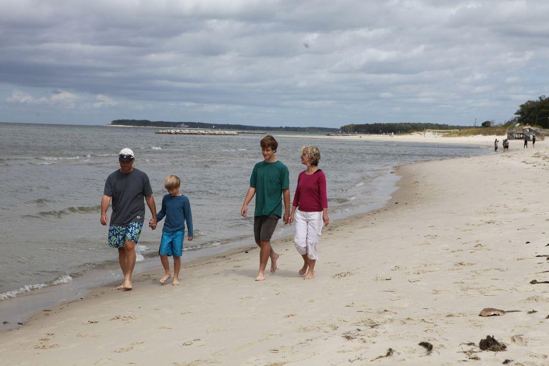 Familie Outland sucht nach einem schönen Ferienhaus an der historischen Ufermeile von Cape Charles. Werden sie fündig? - Bildquelle: 2013,HGTV/Scripps Networks, LLC. All Rights Reserved