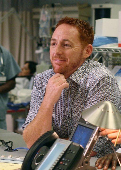 Der Alltag ist in der Notaufnahme wieder eingekehrt und alle gehen ihren Pflichten nach: Dr. Morris (Scott Grimes) ... - Bildquelle: Warner Bros. Television