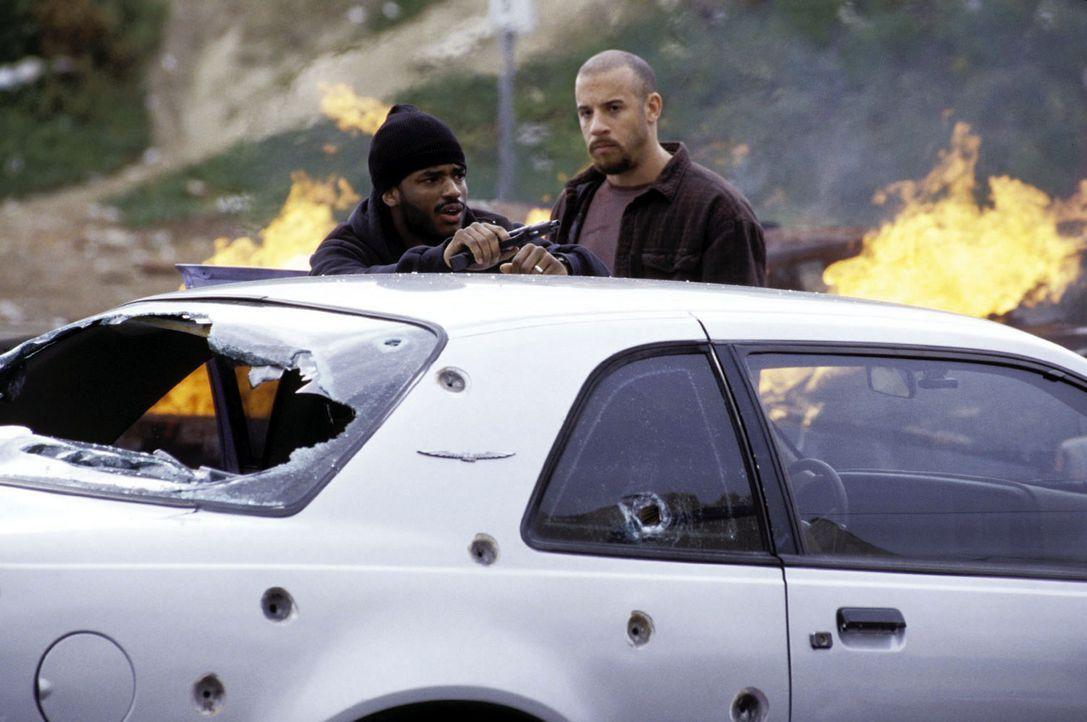 Vetter (Vin Diesel, r.) und Hicks (Larenz Tate, l.) sind im Hexenkessel von Los Angeles aufgewachsen. Jetzt arbeiten sie für die Drug Enforcement A... - Bildquelle: Warner Bros. GmbH