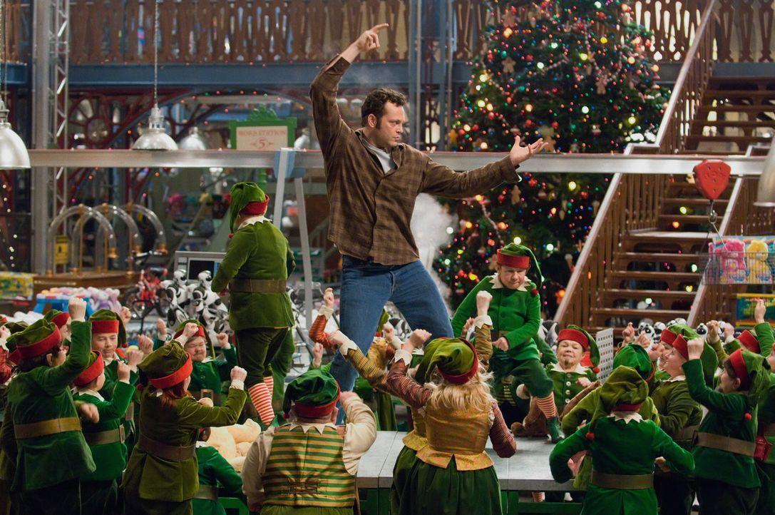 """Fred Claus (Vince Vaughn) ist der Versager der Familie. Als allerdings die Karriere seines Bruders Nick """"Santa"""" Claus auf dem Spiel steht, mobilisie... - Bildquelle: Warner Brothers"""