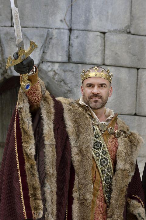Nach außen hin kommt Henry II. (Alan Van Sprang) noch seinen Repräsentationspflichten nach. Nur wenige aus seinem engsten Umfeld wissen, dass er all... - Bildquelle: 2013 The CW Network, LLC. All rights reserved.