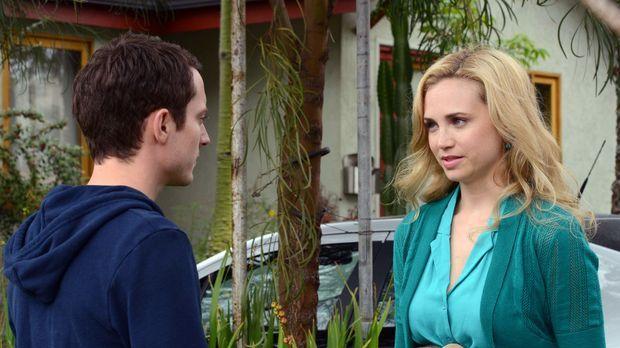 Ryan (Elijah Wood, l.) erkennt, dass es endlich an der Zeit ist Jenna (Fiona...