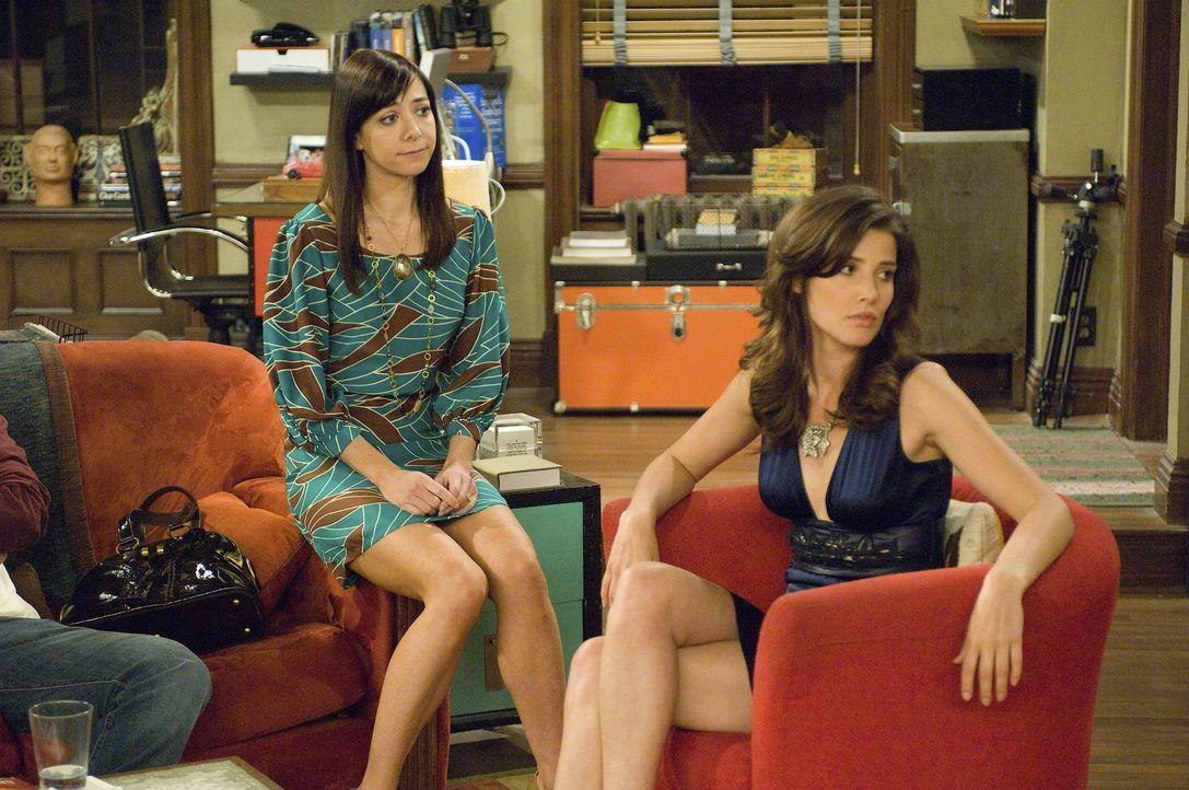 Robin (Cobie Smulders, r.) findet Simon immer noch ganz toll und verhält sich ihm gegenüber wie ein verliebter Teenie. Das gleiche kennen ihre Fre... - Bildquelle: 20th Century Fox International Television