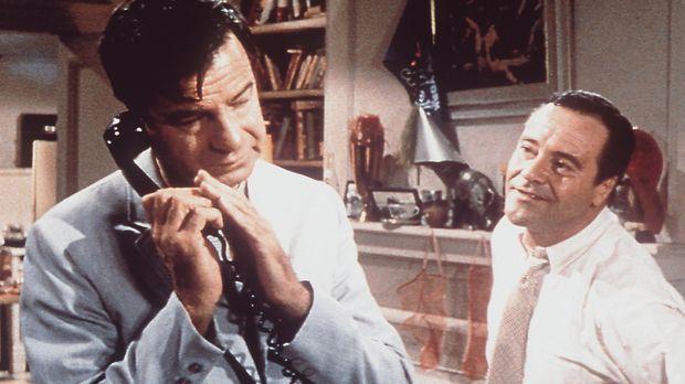 Als Oscar (Walter Matthau, l.) seinen Freund Felix (Jack Lemmon, r.) in seine...