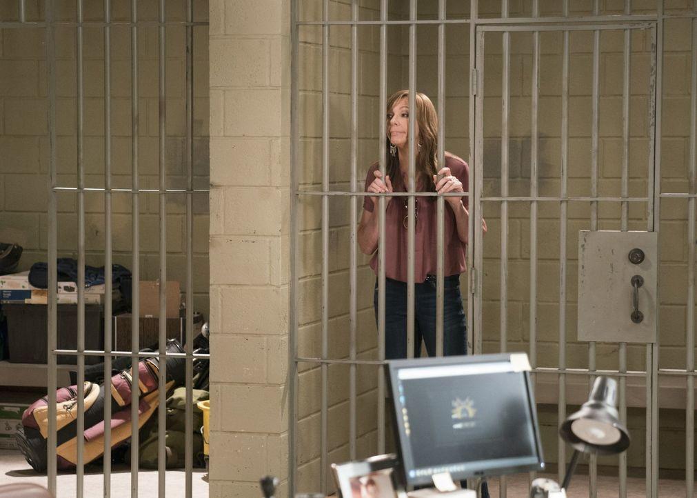 Wie konnte Bonnie (Allison Janney) bei einem eigentlich entspannten Ausflug in den Spa schlussendlich im Gefängnis landen? - Bildquelle: 2018 Warner Bros.