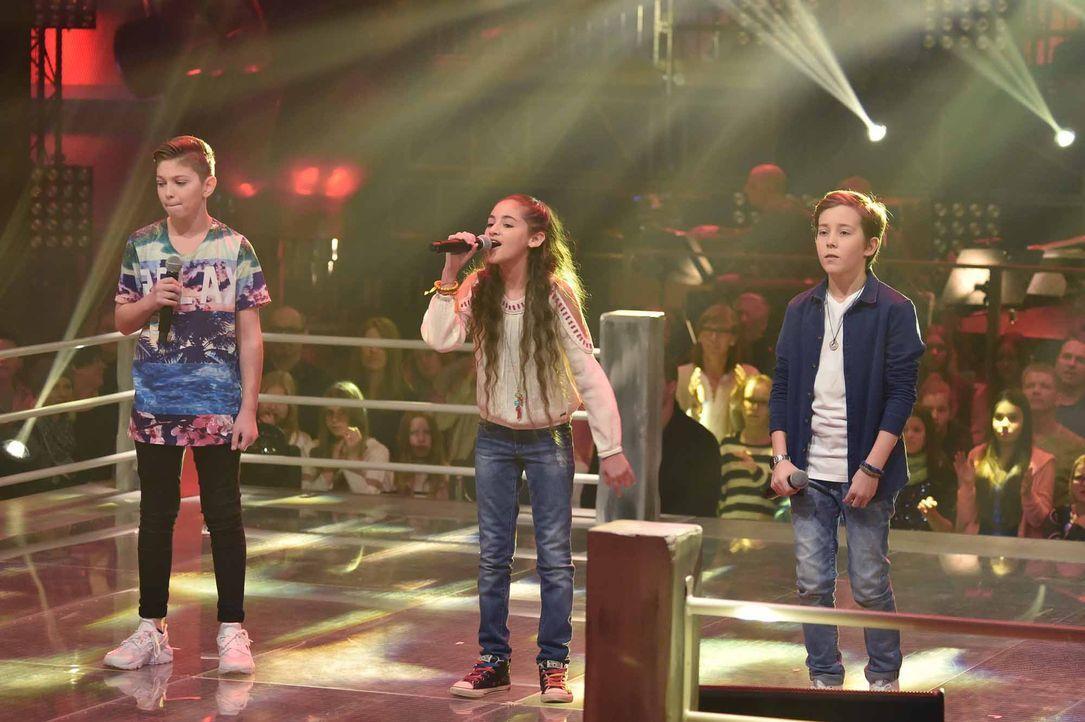 The-Voice-Kids-Stf04-Epi05-Battles-Jaimy-Hala-Tom-SAT1-André-Kowalski - Bildquelle: © SAT.1 / André Kowalski