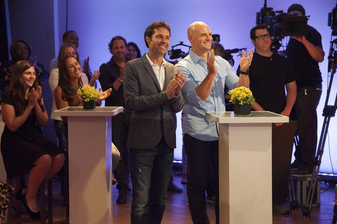 Karl (l.) und Chip (r.) drücken ihren jeweiligen Teampartnern die Daumen ... - Bildquelle: 2015 Warner Bros.