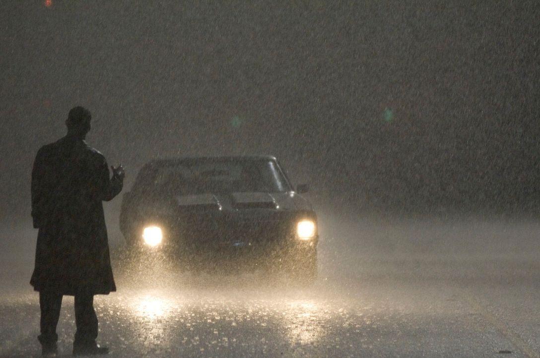 Steht mitten in einer regnerischen Nacht auf der Straße, um die nächsten Opfer für seine makabren Perversionen aufzugabeln: John Ryder (Sean Bean) ....