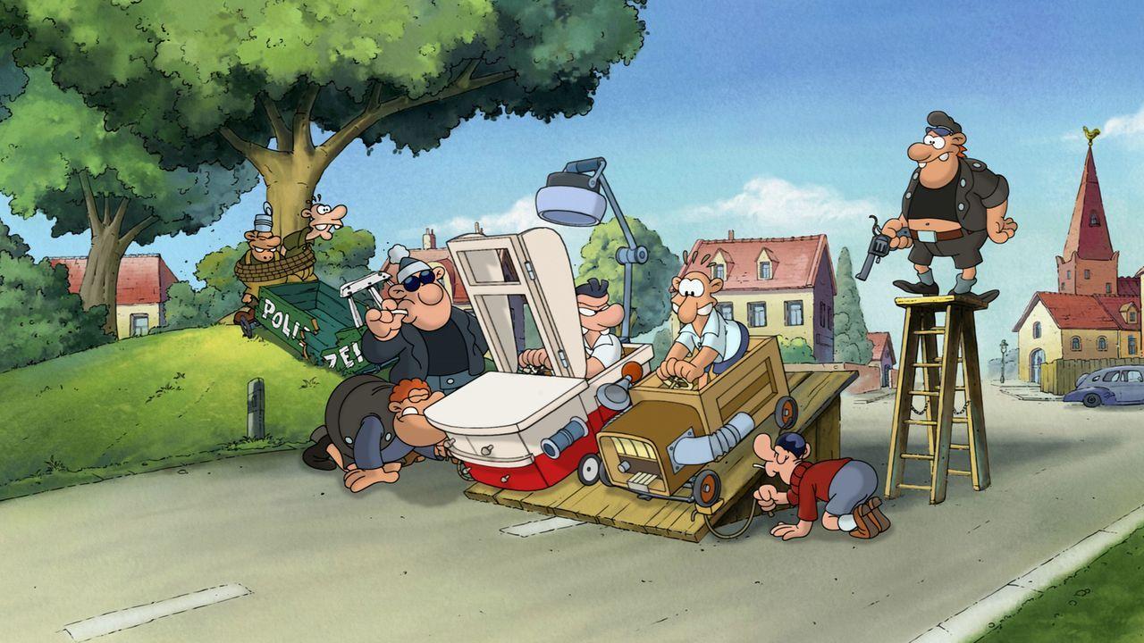 Kaum dem Kinderwagen entwachsen, machen Werner (3.v.r.) und Holgi (4.v.r.) die Stadt mit einem illegalen Seifenkistenrennen unsicher ... - Bildquelle: 2011 Constantin Film Verleih GmbH
