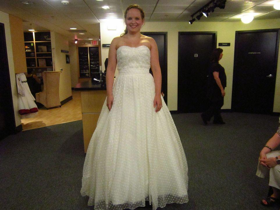 Nachdem die Braut Melissa zehn Kilogramm zugenommen hat, bangt sie vor der Anprobe ihres Traumkleides ... - Bildquelle: TLC & Discovery Communications