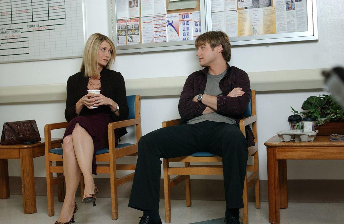 Ryan (Benjamin McKenzie, r.) macht sich dafür verantwortlich, dass Caleb einen Herzinfarkt hatte. Doch Kirsten macht ihm klar, dass er damit nichts... - Bildquelle: Warner Bros. Television