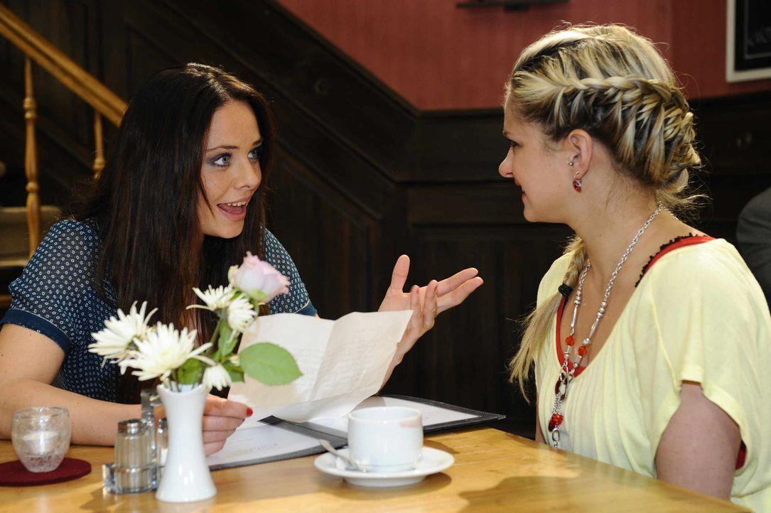 Paloma (Maja Maniero, l.) will nicht glauben, dass Mia (Josephine Schmidt, r.) schon über Alexander hinweggekommen ist ... - Bildquelle: SAT. 1