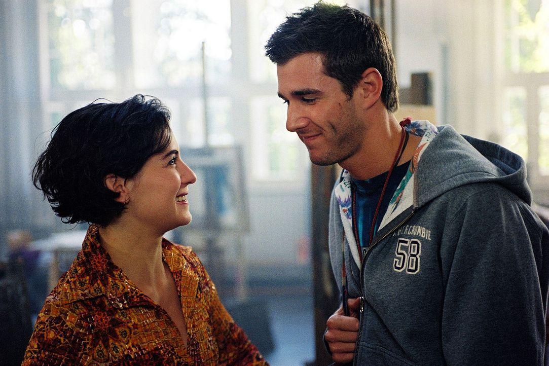 Mit ihrem Freund David (Jochen Schropp, r.) könnte sich Kathrin (Esther Zimmering, l.) eine gemeinsame Zukunft vorstellen. - Bildquelle: Wolfgang Jahnke Sat.1