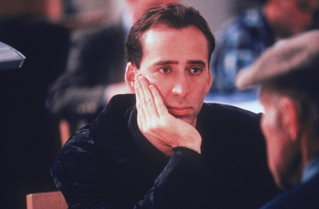 Wozu sind Flügel gut, wenn man den Wind nicht spüren kann? Engel Seth (Nicolas Cage) ist so von den Menschen fasziniert, dass er auch fühlen, berühr... - Bildquelle: Warner Bros.