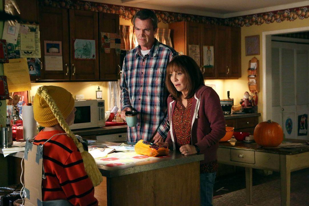 Während Sue mit ihren Freundinnen eine spirituelle Sitzung abhält, wird Axl ... - Bildquelle: Warner Brothers
