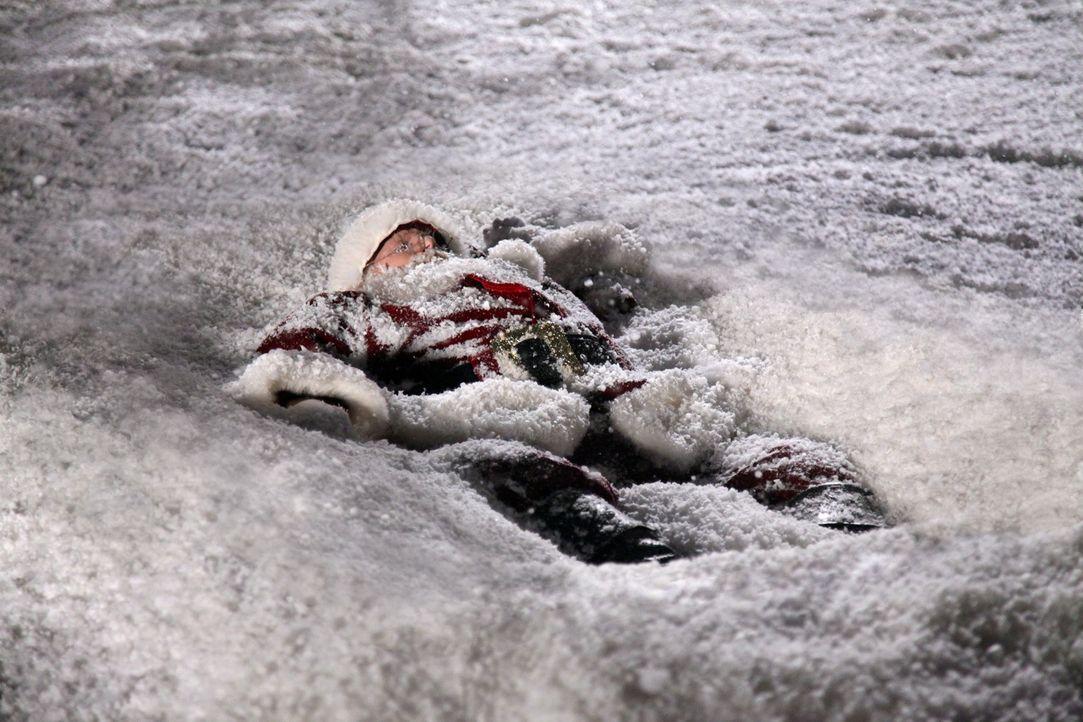 Ein Mann in einem Weihnachtsmannkostüm wird tot im Park aufgefunden. Alles deutet darauf hin, dass er vom Himmel gefallen ist ... - Bildquelle: 2012 American Broadcasting Companies, Inc. All rights reserved.