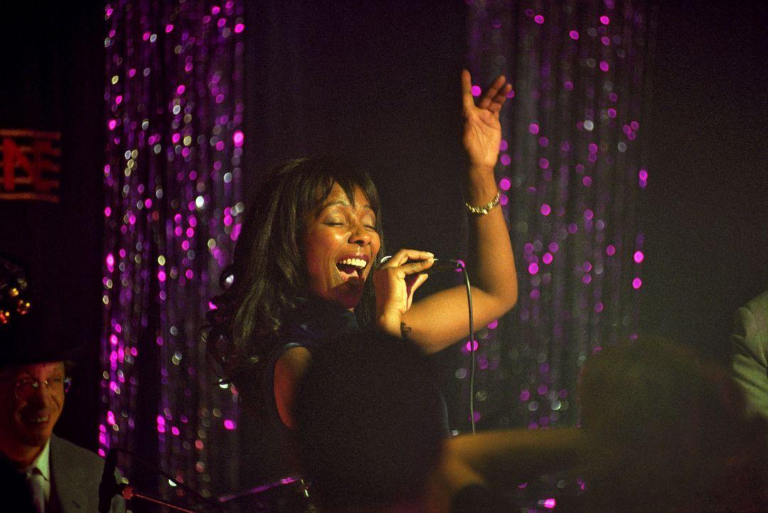 I've got the blues for you - Clarissas (Emily Woods) Gesang erreicht alle Herzen ... - Bildquelle: Hardy Spitz Sat.1