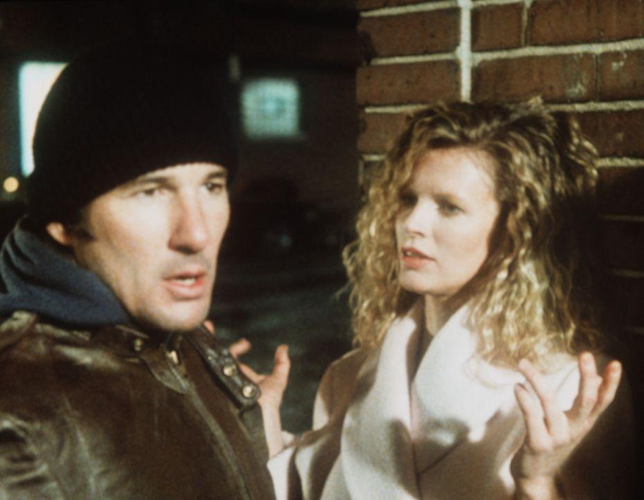 Bei einer Undercover-Aktion wird Eddies (Richard Gere, l.) Kollege kaltblütig ermordet. Die attraktive Michel Duval (Kim Basinger, r.) ist Zeugin d... - Bildquelle: TriStar Pictures