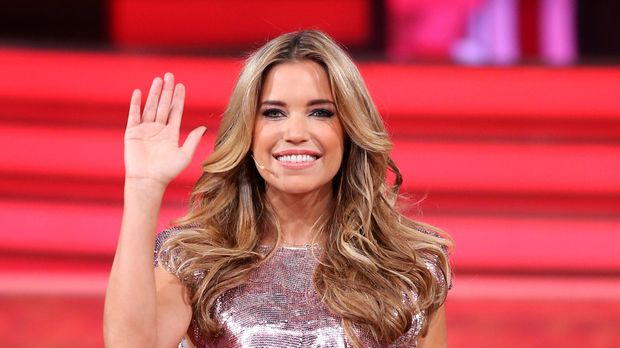 sylvie meis halb nackt fans schockiert ber retuschierte bilder prosieben. Black Bedroom Furniture Sets. Home Design Ideas