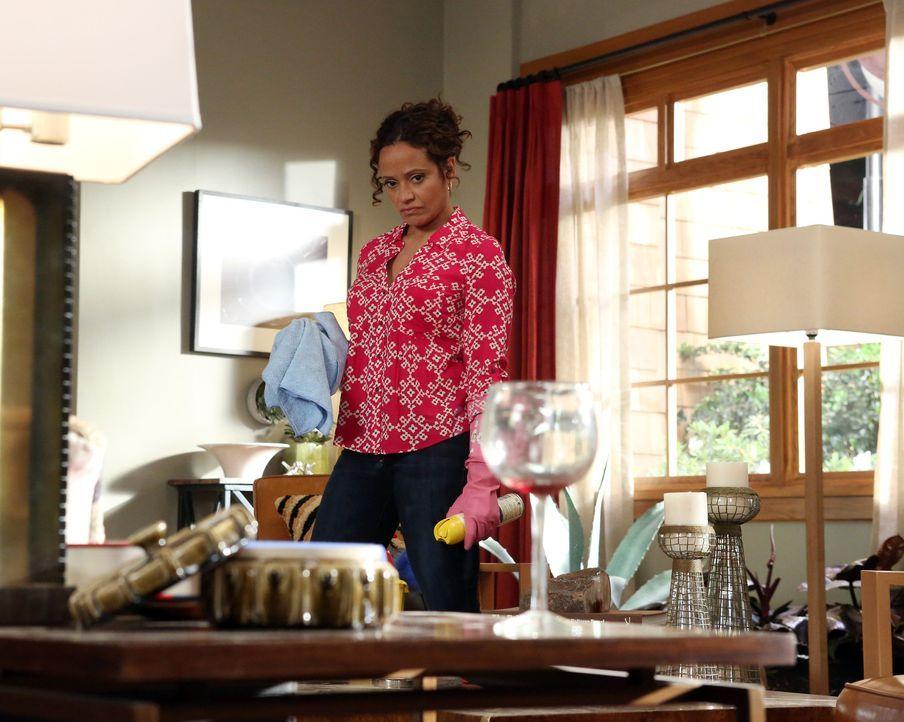 Während Zoila (Judy Reyes) bei Javier für Ordnung sorgt, geht Reggie einen hinterhältigen Weg, um Rosie für sich zu haben ... - Bildquelle: 2014 ABC Studios