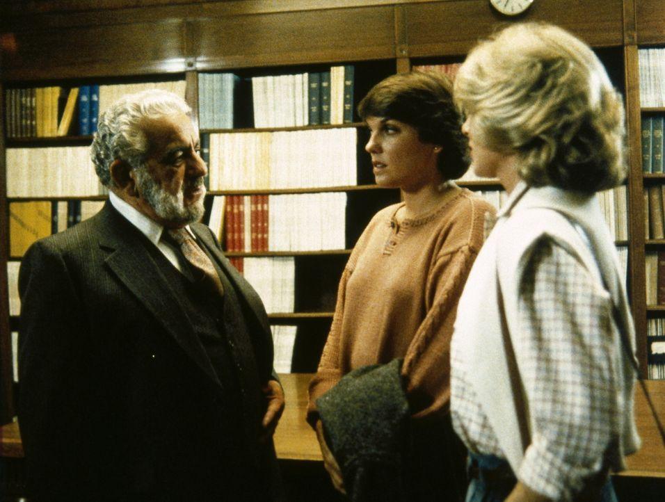 Dr. Altman (Darsteller unbekannt) ist erstaunt. Die junge Frau, nach der ihn Cagney (Sharon Gless, r.) und Lacey (Tyne Daly, M.) befragen, ist ihm v... - Bildquelle: ORION PICTURES CORPORATION. ALL RIGHTS RESERVED.