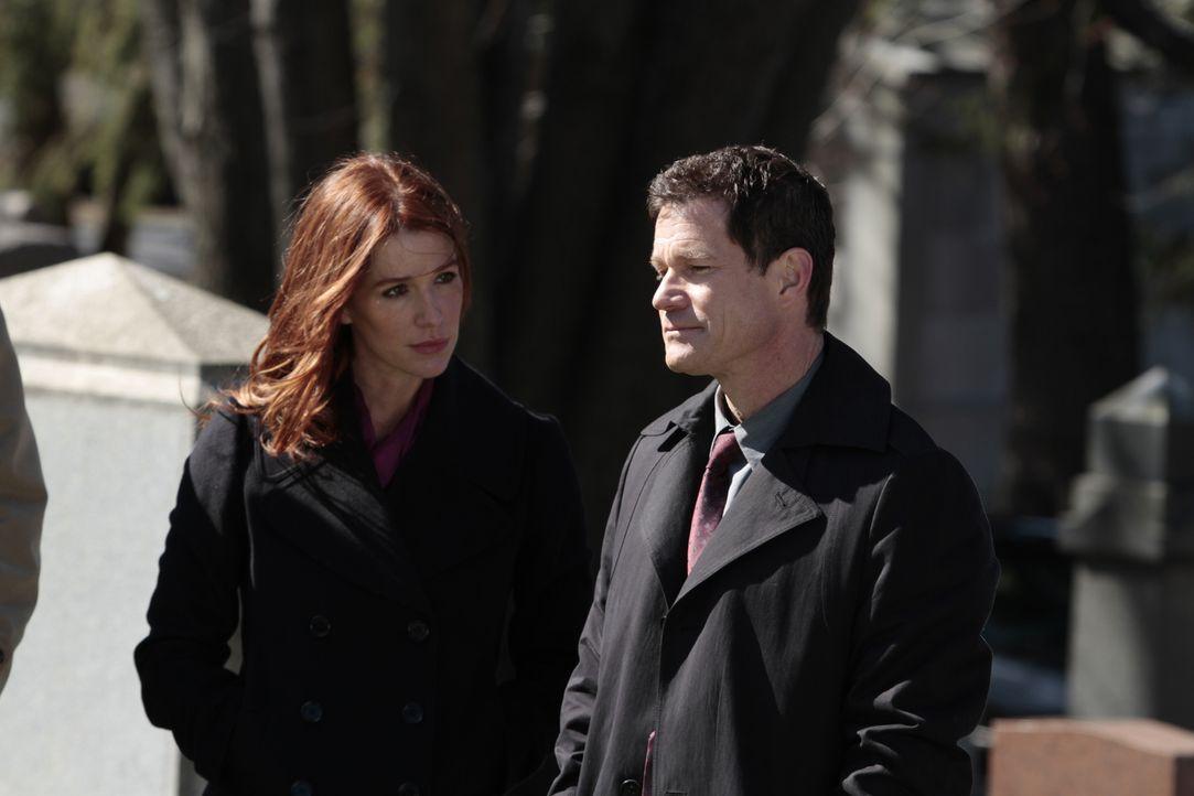Ein Mordfall führt Detective Al Burns (Dylan Walsh, r.) und seine Ex-Freundin Carrie Wells (Poppy Montgomery, l.) zusammen ... - Bildquelle: 2011 CBS Broadcasting Inc. All Rights Reserved.