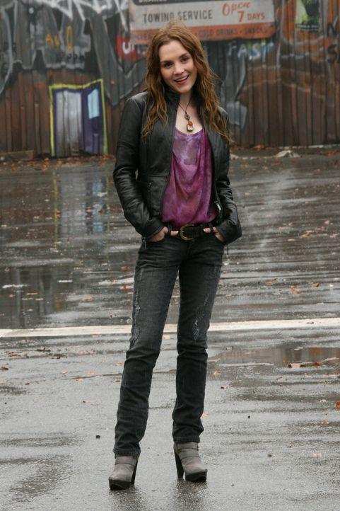 Dean und Sam kämpfen gemeinsam mit Ellen und Jo gegen Meg (Rachel Miner) und die Höllenhunde ... - Bildquelle: Warner Bros.